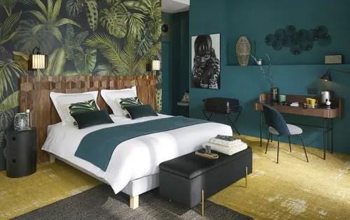 coussin en velours vert emeraude 30x50 maisons du monde