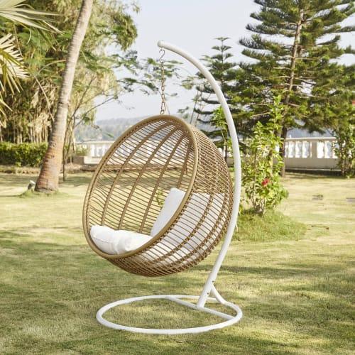 fauteuil suspendu de jardin en resine tressee maisons du monde