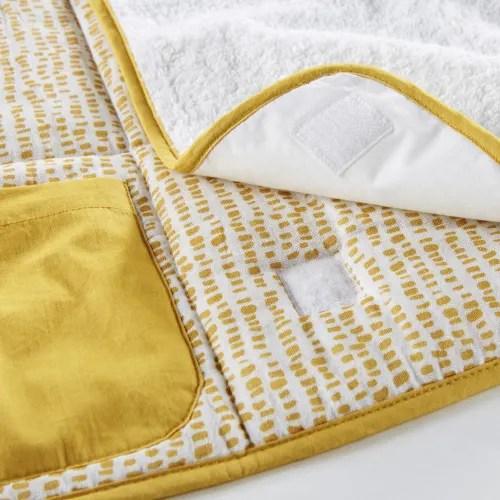 matelas a langer de voyage en coton blanc et jaune moutarde imprime maisons du monde