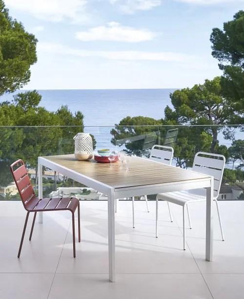 table de jardin extensible en aluminium imitation teck 8 personnes a 12 personnes l180 270 maisons du monde