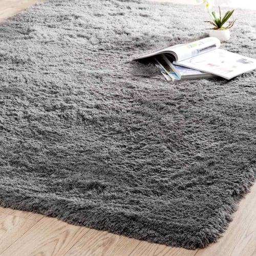tapis a poils longs en tissu gris 140 x 200 cm maisons du monde