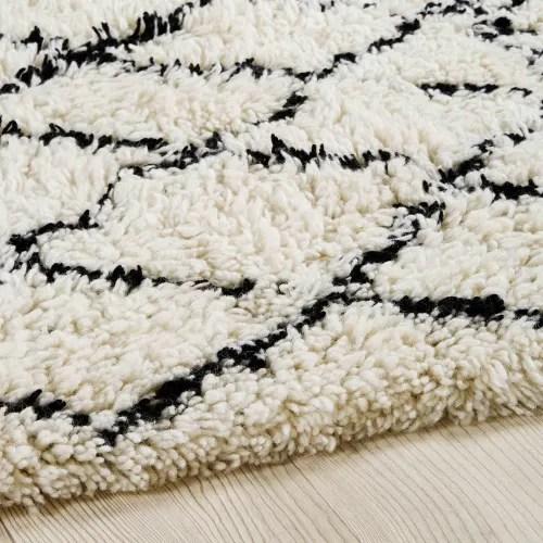 tapis berbere en laine et coton ecru noir 140x200cm maisons du monde