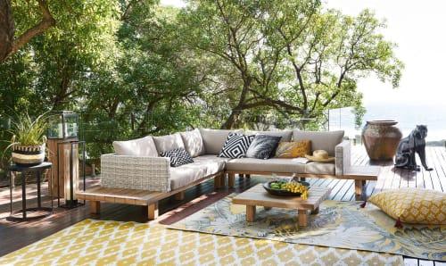 tapis d exterieur jaune motifs graphiques blancs 140x200 maisons du monde