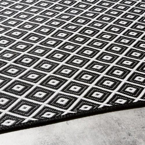 tapis d exterieur motifs graphiques noirs et blancs 180x180 maisons du monde
