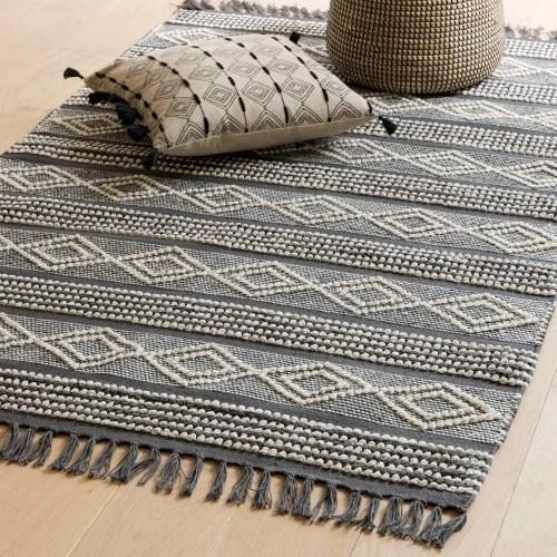tapis en coton gris fonce et blanc 90x150 maisons du monde