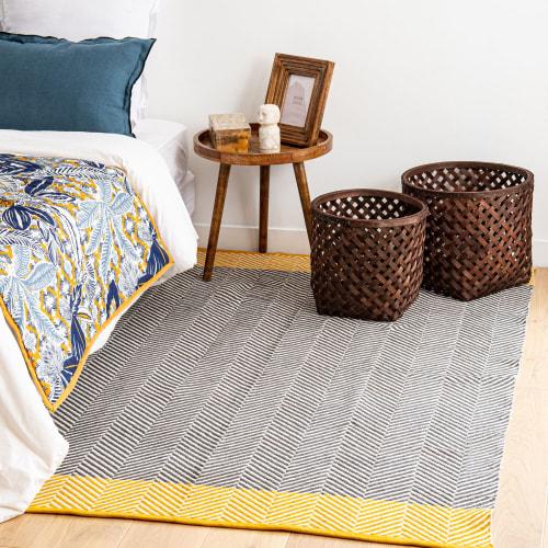 tapis en coton jaune motifs graphiques gris et ecrus 140x200 maisons du monde