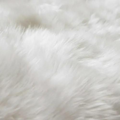 tapis en peau de mouton ivoire 110 x 180 cm maisons du monde