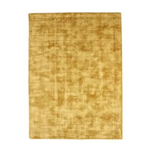 tapis en viscose effet soyeux jaune 120x170 maisons du monde