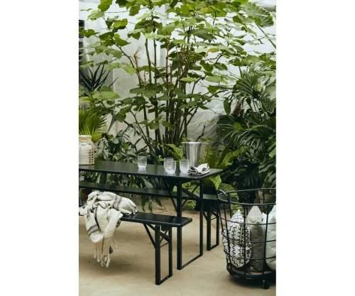 grande table de jardin avec bancs bois de pin maisons du monde