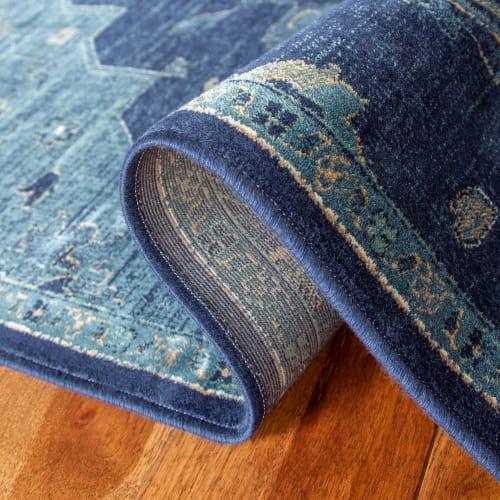 tapis de salon d inspiration vintage bleu marine et bleu canard 2 maisons du monde