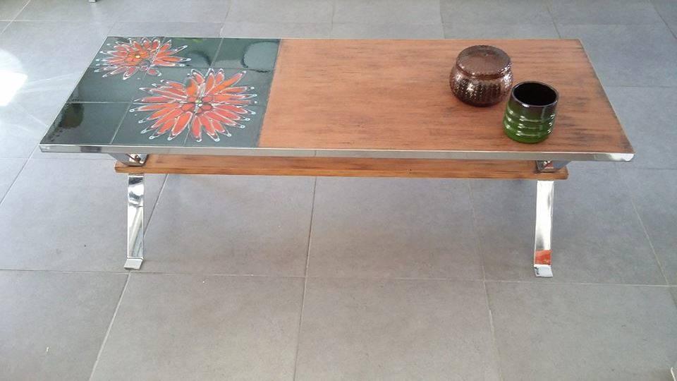 table basse vintage annees 60 70 ceramique style vallauris chrome bois