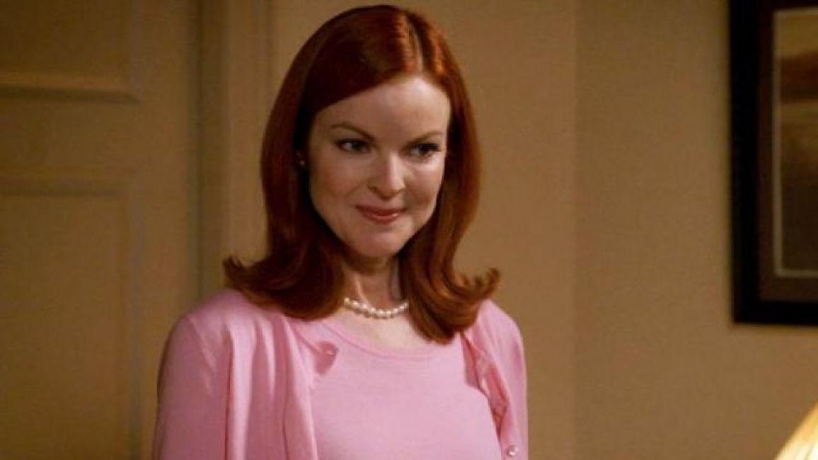 The pearl necklace Marie Antoinette Bree Van de Kamp / Bree Weston (Marcia  Cross) in Desperate Housewives S01E03 | Spotern