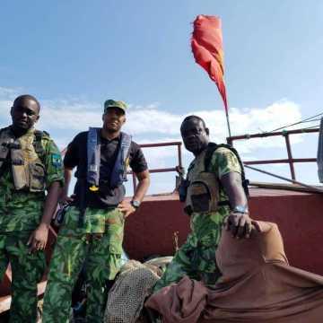 Pêche illégale : un bateau chinois arraisonné dans les aires maritimes protégées.