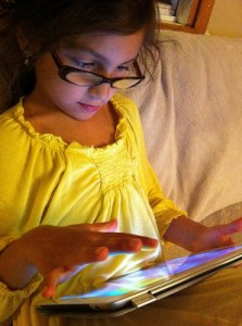 Photo of girl with an iPad by Alec Couros via Flickr.