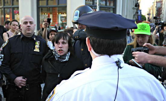 Citizen journalists cover an arrest in New York City, 2012. (photo: Timothy Karr)