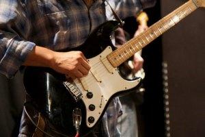 Jerson Montano à la guitare
