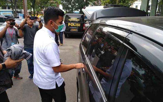 Usai Diperiksa, Ajudan Walikota Medan Langsung Dibawa KPK