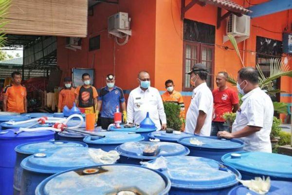Plt Walikota Medan Meninjau Ketersediaan Cairan Disinfektan Di Kantor BPBD Medan