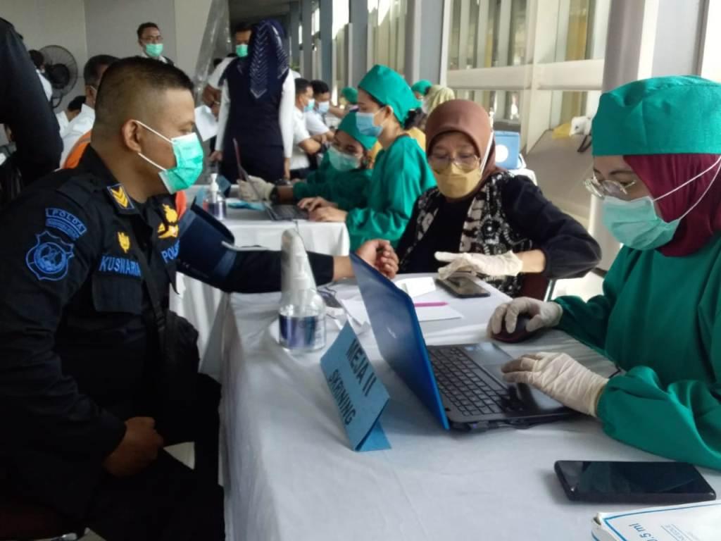 Dukung Pemerintah, 300 Pegawai PT KAI Divre I SU Jalani Vaksinasi Covid-19