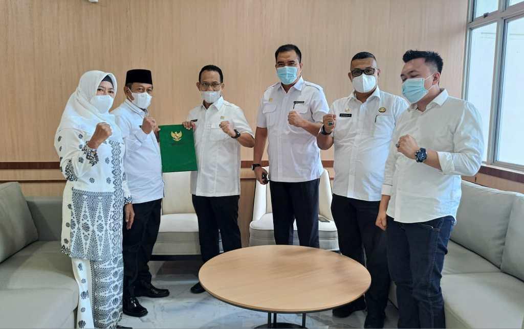 Waris Tholib Terima SK Sebagai Pelaksana Tugas Walikota Tanjungbalai