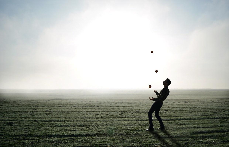 juggler-1216853_1920.jpg