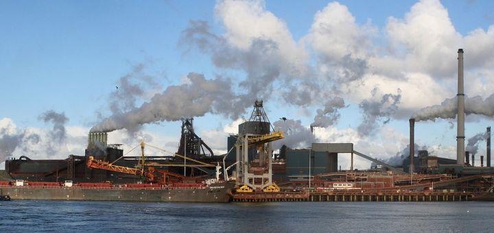 Tata Steel IJmuiden, voormalige Hoogovens (foto Sander van der Molen) - milieu - Mediation Eerst