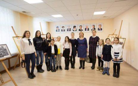 Elevi de la gimnaziul Ștefan cel Mare din Mihailovca în Parlament