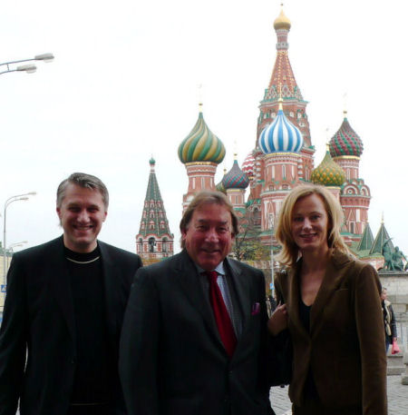 Miisa Suvisaari Moskovassa, vierellään TBWA:n Euroopan johtaja Nick Baum. Kuvan lähde: TBWA:n Moskovan weblog.