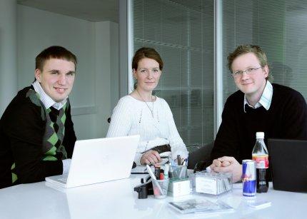 Vasemmalta asiakkuusjohtaja Sten Skolimowski, projektipäällikkö Laura Vahur ja toimitusjohtaja Samppa Vilkuna