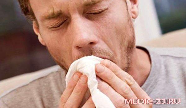Мужчину мучает кашель