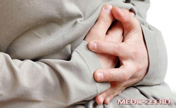 У мужчины острая боль в кишечнике