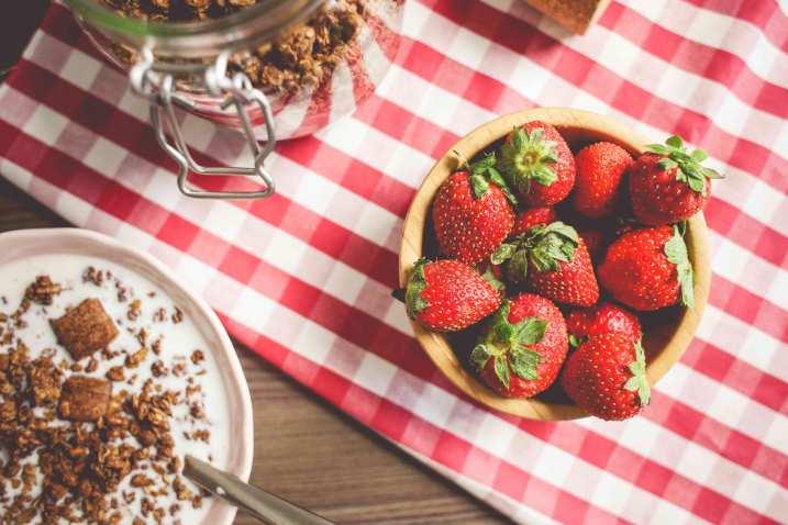 fresh-strawberries-breakfast-picjumbo-com1