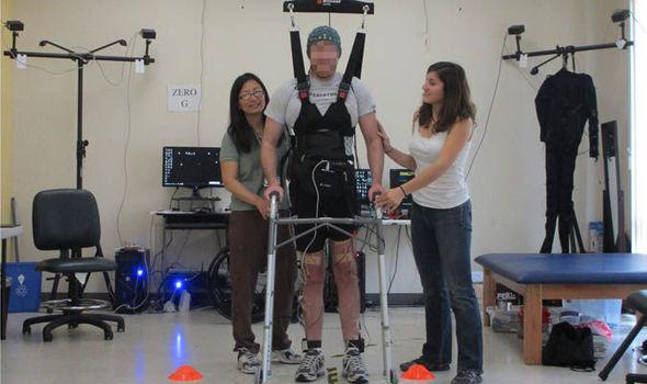 парализованный человек, травма спинного мозга