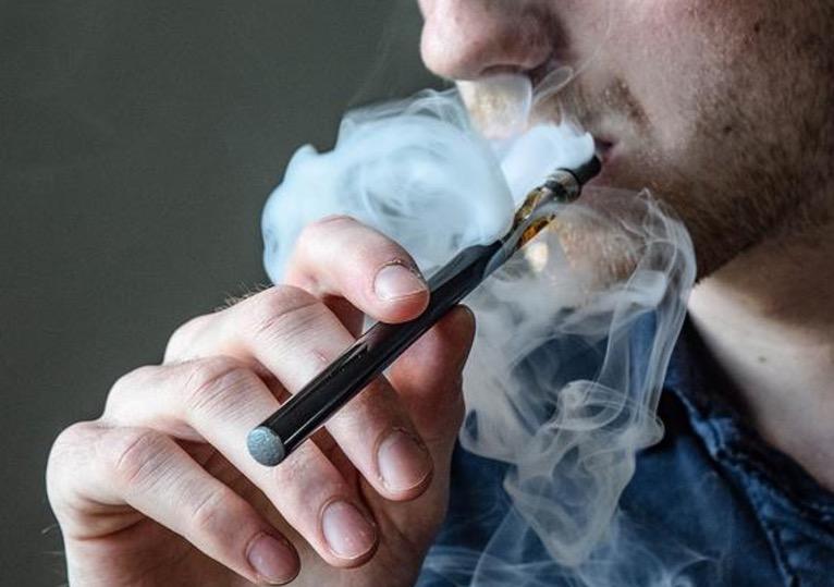 Электронные сигареты, десна, ротовая полость