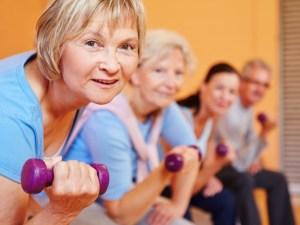Пожилые люди, силовые тренировки, психологическое благополучие