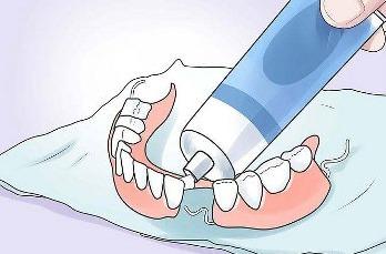 Что лучше для фиксации зубных протезов
