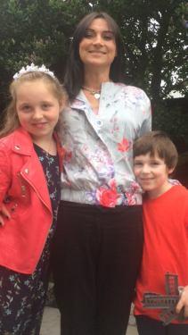 Smiling Irish family, children wearing red, happy children, CBDs of Autism co-founder Sharon McEvoy
