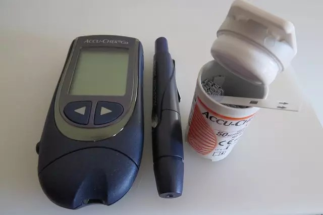 how do blood glucose monitors work
