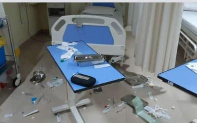After the death of a Shia Cleric Mob of Hundreds vandalizes the Wockhardt Hospital, Mira Road