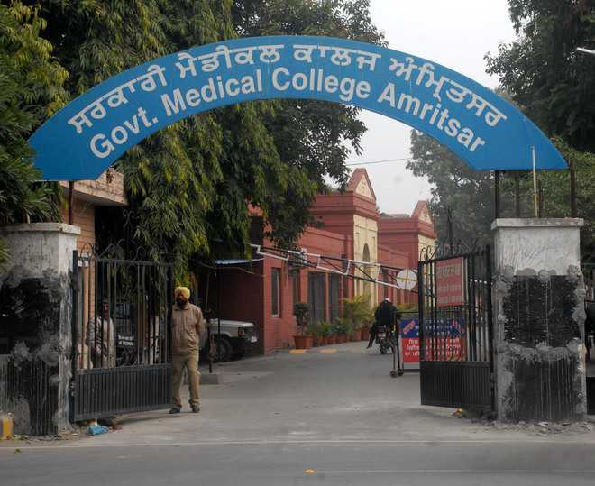 Amritsar Med College says jeans, skirts, T-shirts uncivilised; Bans them