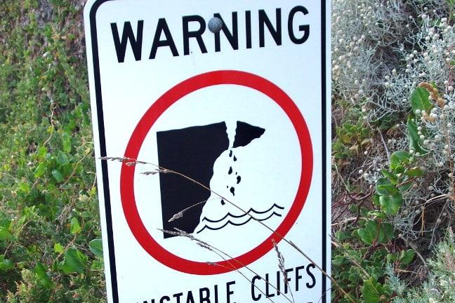 Warning sign of cliffs