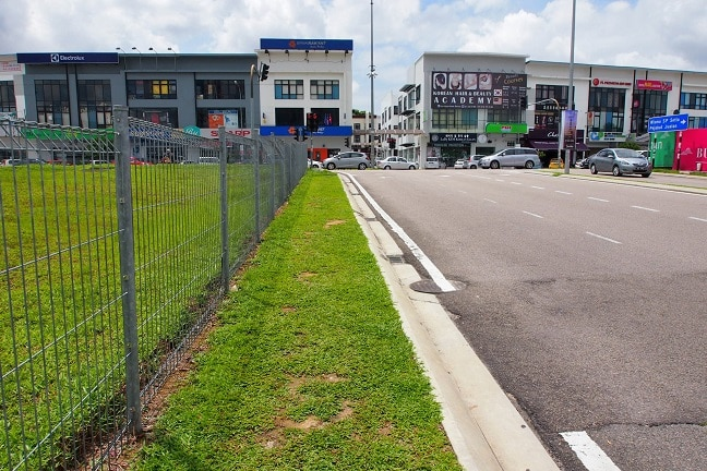 Shortest way, about 7 minutes walk, from The Roof Talk Theme Guest House to the clinic goes along the grass side walks. Malaysia has Americanized suburbs that are designed for car drivers