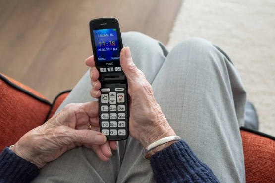 man-phone Licensed Health Insurance Brokers Can Help You Find A Medicare Plan