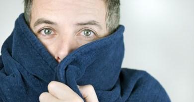 La alergia al frío se manifiesta con lesiones generalizadas o locales la mayoría urticariformes mediante angioedemas o habones