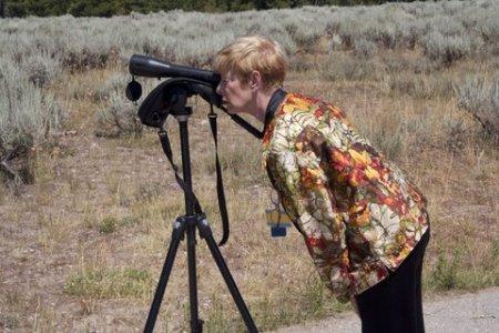 telescope-lady