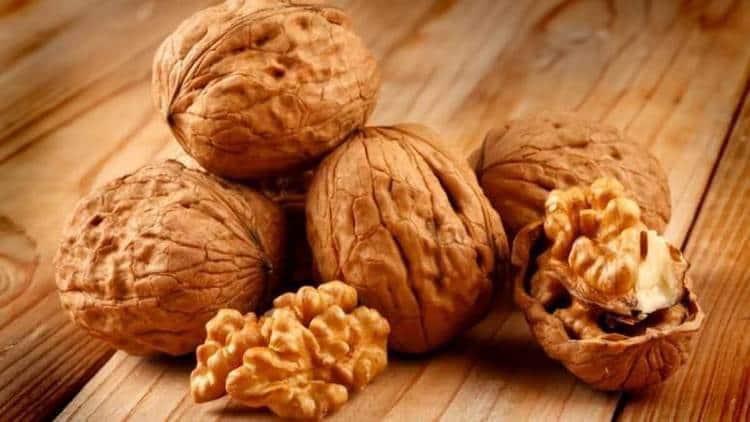 Грецкий орех: состав, польза и применение в народной медицине
