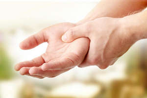 Трясутся руки причины у молодых что. Тремор рук в молодом возрасте, причины и лечение