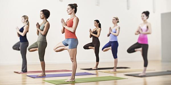 Como praticar yoga te ajuda a controlar a ansiedade