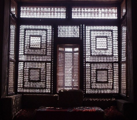 An ambiance behind a mashrabiyyah in a house in Cairo Image