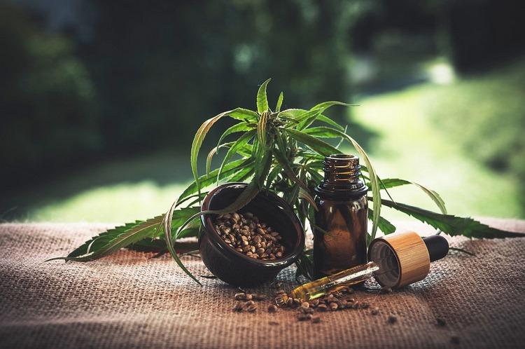 Los beneficios y efectos secundarios de la marihuana para los pacientes
